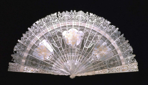 Fan-France-18c-Brisé-mother-of-pearl-V&A c