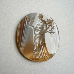 Anonymous-orfevrerie-Italy-intaglio-classical-female-figure-17c-18c-agate-British-Museum