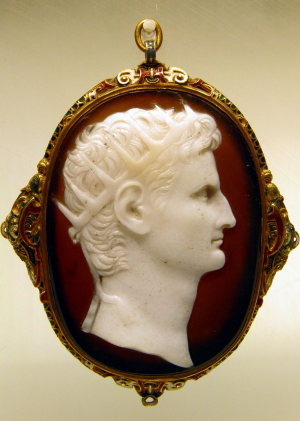 Rome-cameo-Augustus-with-crown-late-1st-century-BC-early-1st-century-AD-onyx-Römisch-Germanisches-Museum-Cologne-c