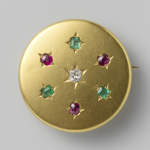Anonymous-orfevrerie-Brooch-c1800-1900-gold-set-with-diamond-rubies-emeralds-Rijksmuseum-square