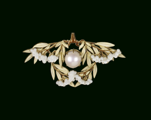 Lalique-René-Laurel-leaf-Brooch-c1903-enameled-gold-mother-of-pearl-pink-pearl-Walters-Art-Museum-Baltimore-c