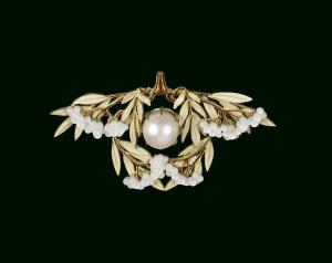 Lalique-René-Laurel-leaf-Brooch-c1903-enameled-gold-mother-of-pearl-pink-pearl-Walters-Art-Museum-Baltimore-c